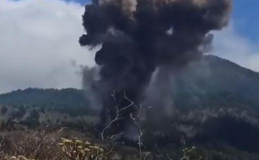 Извержение вулкана на Канарах засняли на видео