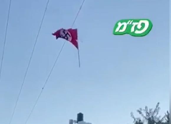 Палестинцы вывесили нацистский флаг возле Хеврона