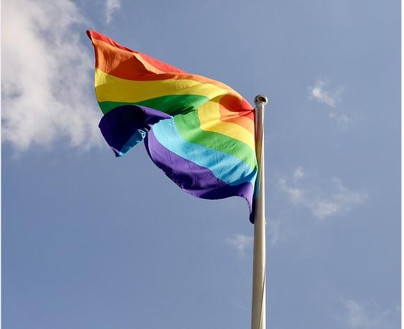 Лапид приказал поднять флаг ЛГБТ у здания МИД