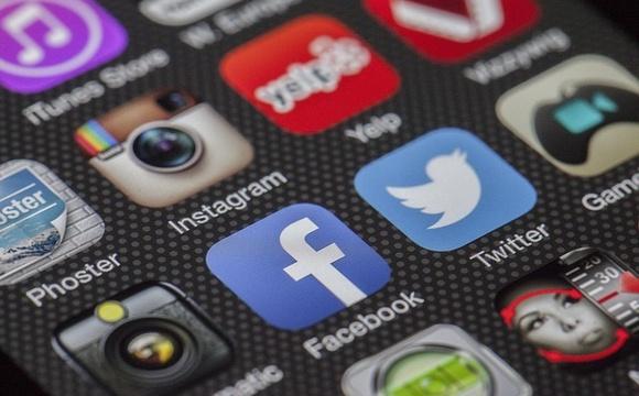 Отчет: девочки чаще подвергаются нападкам в интернете