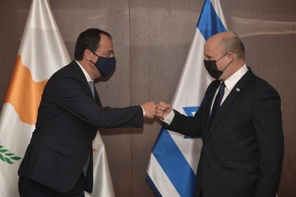 Беннет встретился с главой МИД Кипра: что известно