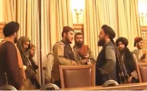 Талибан празднует победу в президентском дворце